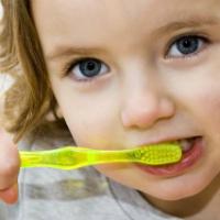 Interviu cu medicul stomatolog: Ce trebuie sa stie o mama despre dentitia copiilor ei?