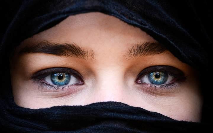 femeie araba, ochi arabi