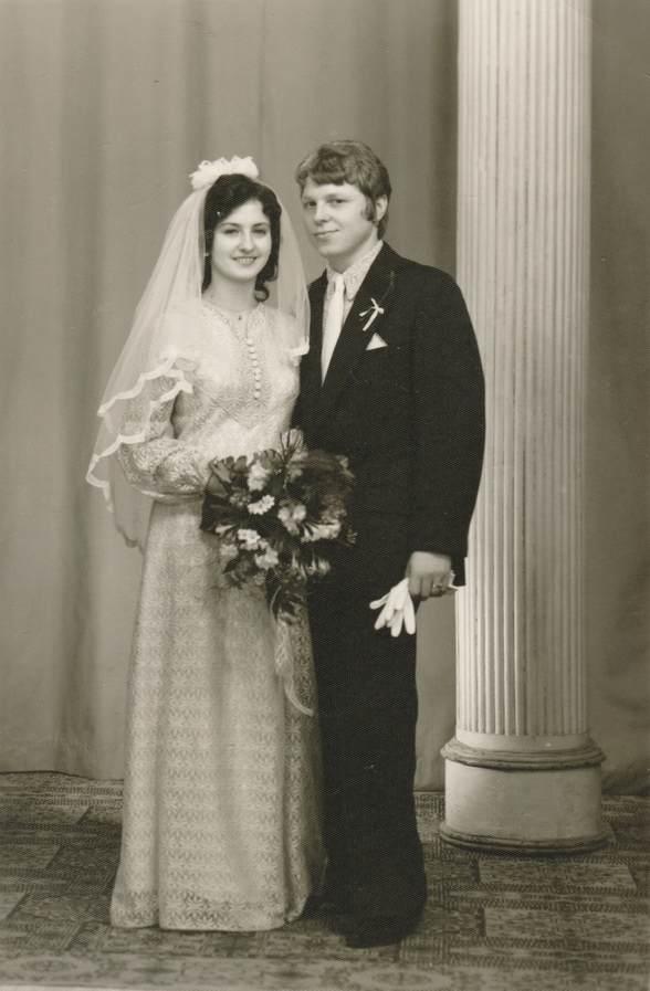 rochie de mireasa 1980, cuplu 1980, nunta anii 80
