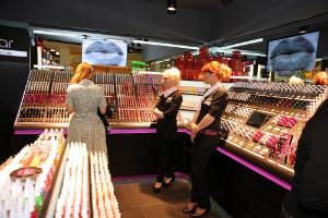 S-a deschis primul magazin Flormar din Romania