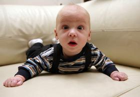 bebelusul invata sa vorbeasca citind pe buze
