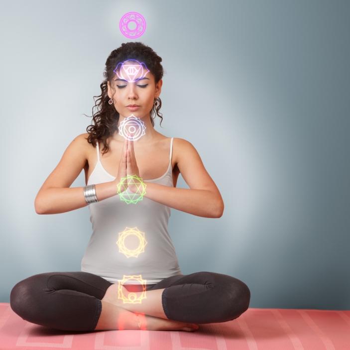 chakre; cele 7 chakre, femeie, meditatie
