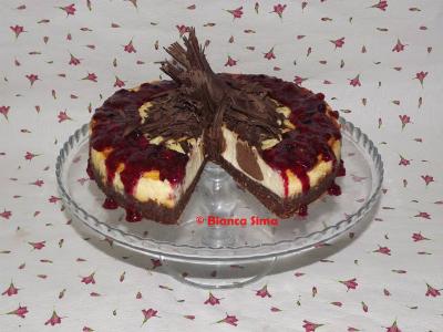 http://delly.garbo.ro/articol/Retete-culinare/13185/cheesecake-cu-ciocolata-si-piure-de-fructe-de-padure.html