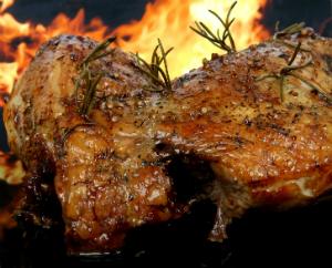 Friptura de porc cu rozmarin, usturoi si masline