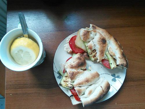 sandvis cu branza halloumi