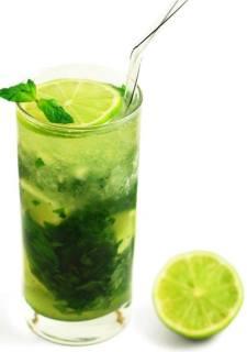 Detoxifiere rapida de vara: 10 retete simple de sucuri si smoothie-uri detoxifiante