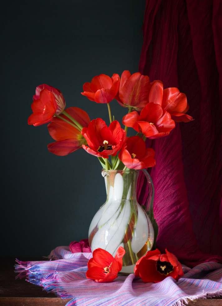 lalele in vaza