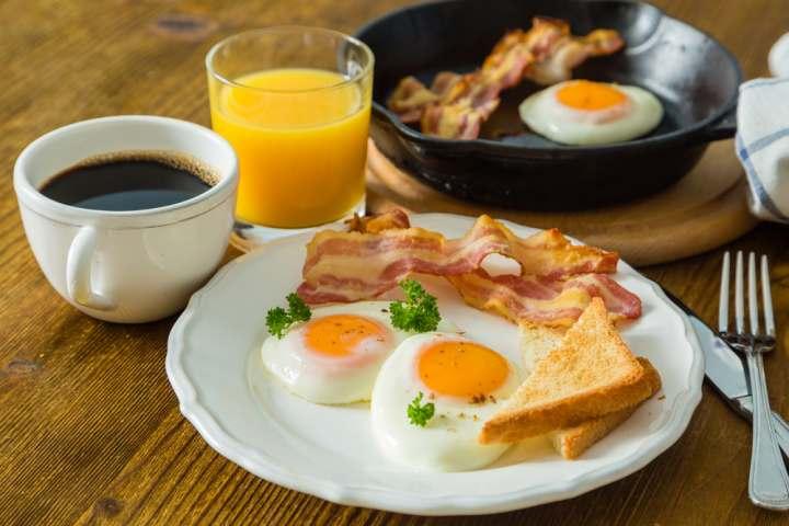 mic dejun america