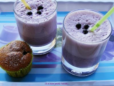milkshake cu afine si capsuni