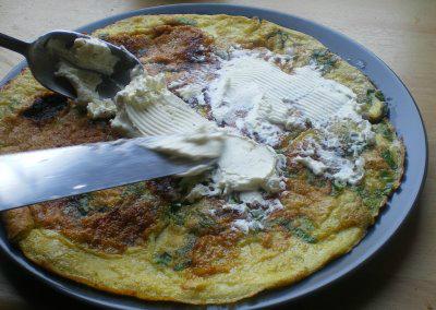 omleta cu crema de branza si sparanghel