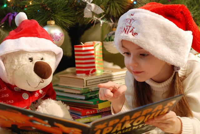 https://www.pexels.com/photo/portrait-of-girl-wearing-christmas-hat-326581/
