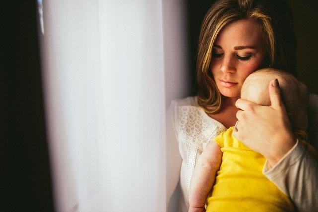 Descopera lumea vazuta prin TEORIA ATASAMENTULUI: Trebuie sa schimbam viziunea asupra relatiei parinte-copil!