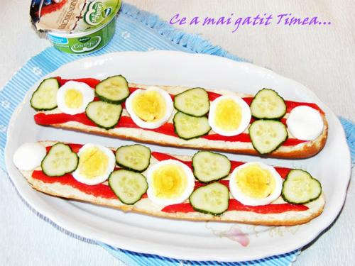 sandvis cu crema de branza, oua si legume