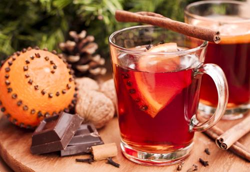vin fiert cu ciocolata calda