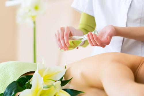 Top 5 cele mai bune uleiuri esentiale pentru ingrijirea pielii