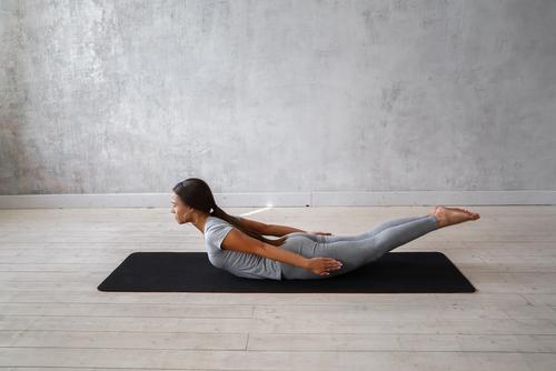 pozitie yoga, Shalabhasana (locust pose)