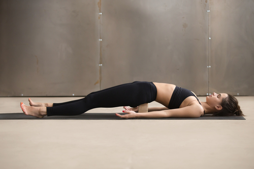 Shalabhasana (locust pose), pozitie yoga