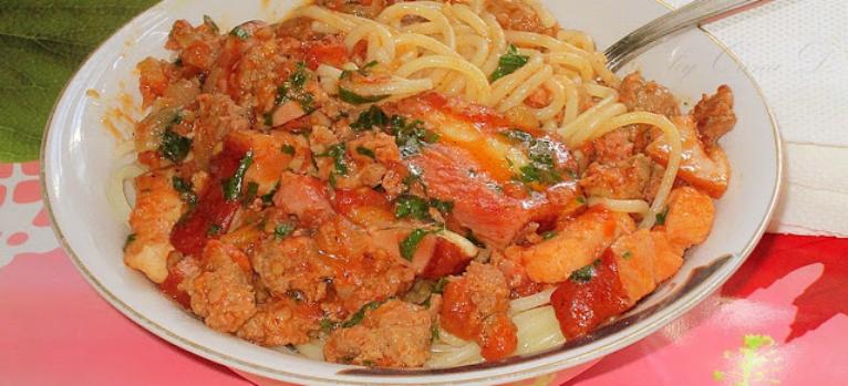 spaghetti cu carne tocata