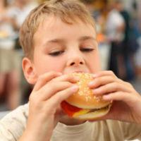 Obezitatea la copii - cauze, riscuri si tratament