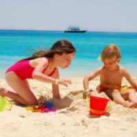 5 Pericole alarmante care iti pot afecta copilul vara