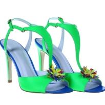 10 modele de sandale cu aplicatii florale