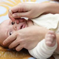 Cum aspiram corect secretiile nazale ale bebelusului?