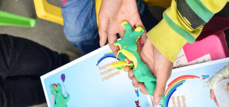 Modeleaza copilaria - univers informational despre copii pentru cei mari