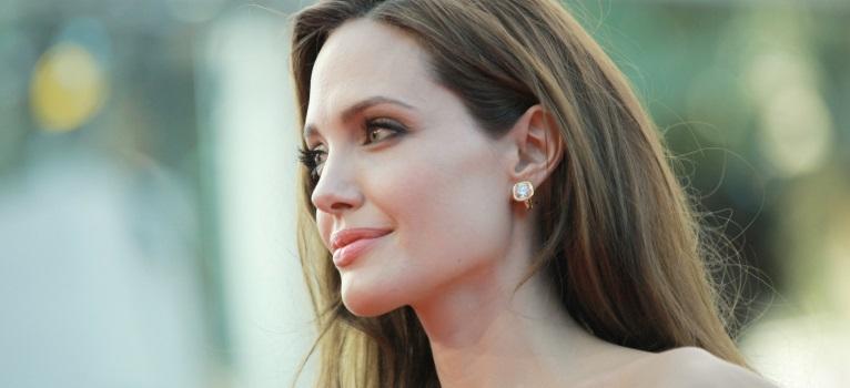 Angelina Jolie: Mesajul unei femei puternice catre alte femei care se confrunta cu boala!