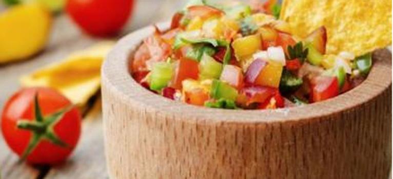 Usor, de vara: Salsa de rosii si masline