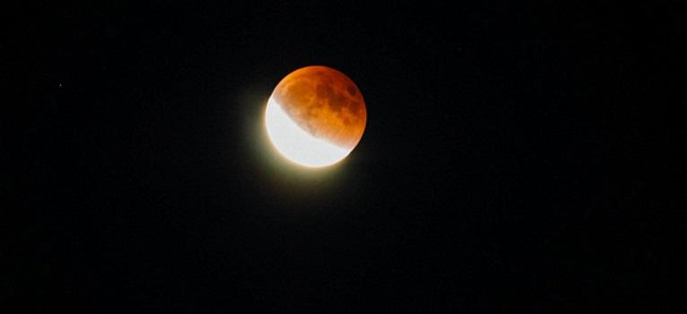 Dragoste: Top 3 zodii afectate de Eclipsa de Luna de pe 28 septembrie