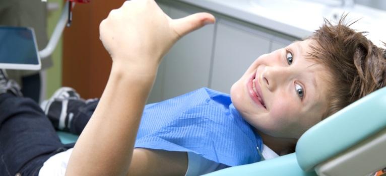 10 idei prin care sa contracarezi teama copilului de stomatolog!