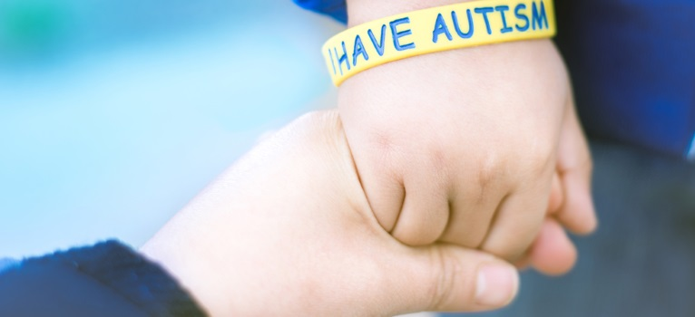 Trei copii cu autism se nasc zilnic in Romania