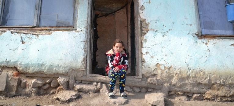 Din sase copii, unul singur nu a abandonat scoala