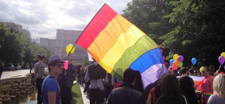 28 de ONG-uri critica initiativa de modificare a definitiei familiei din Constitutie!
