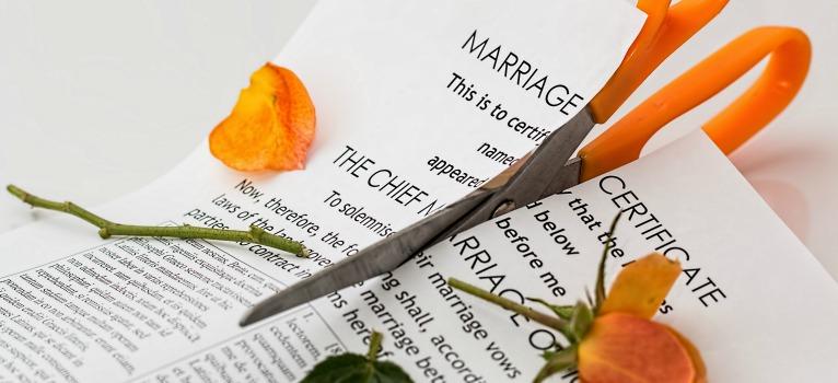 Studiu: Independenta financiara le face pe femei sa intenteze primele divortul