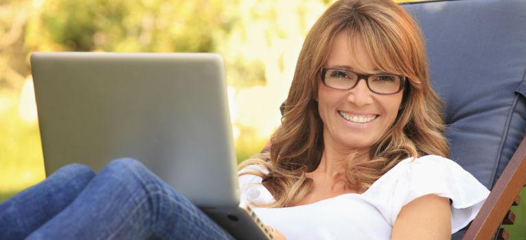 5 moduri surprinzatoare in care femeile se descurca mai bine cu banii decat barbatii
