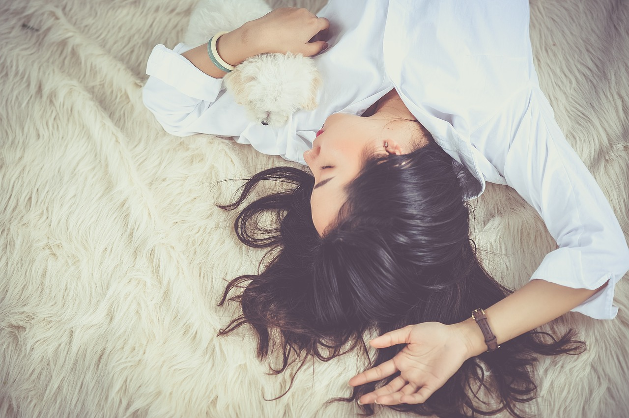Indreptarea parului cu keratina: efecte si beneficii