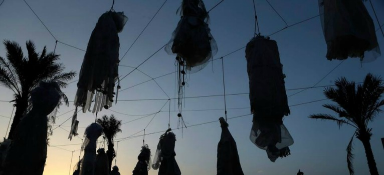 Protest tulburator in Liban: Rochii de mireasa spanzurate in vazul trecatorilor