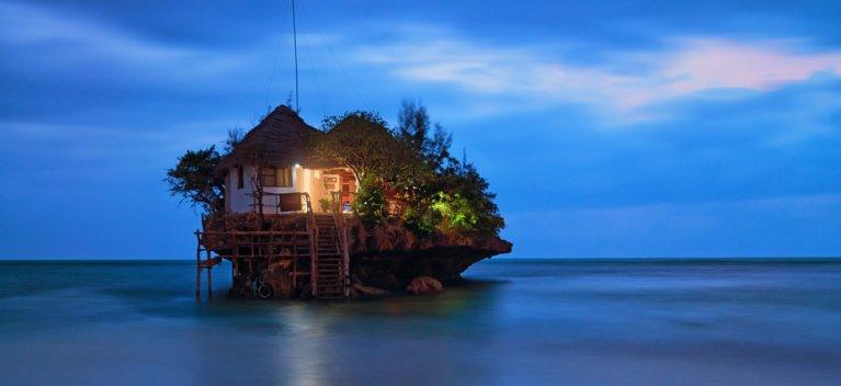 Top 10 restaurante in care ti-ai dori sa iei masa cel putin o data in viata. Privelistea pe care o ofera este UIMITOARE!