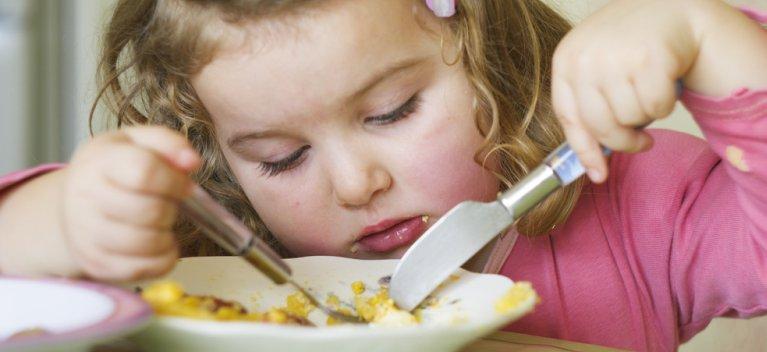 Un copil independent este un copil integrat in societate. Autoservirea la copilul cu autism