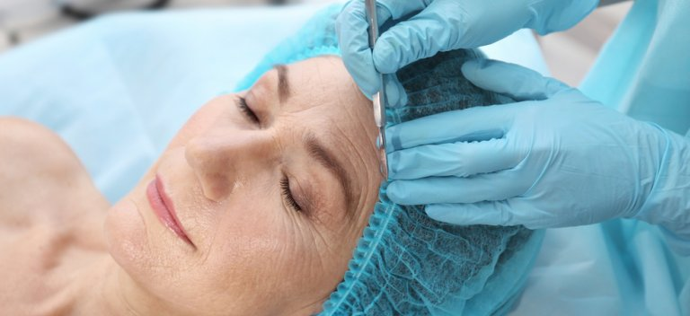 Intinerirea faciala - de la simple injectari la lifting chirurgical