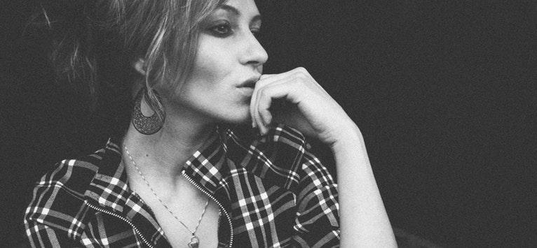 20 de ADEVARURI ESENTIALE de la o terapeuta de 50 de ani pentru femeile tinere