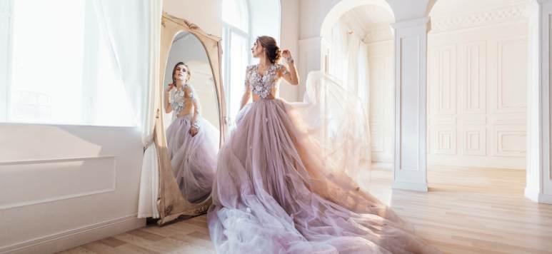 AKASHA ASAI: rochii demi-couture cu aer regal