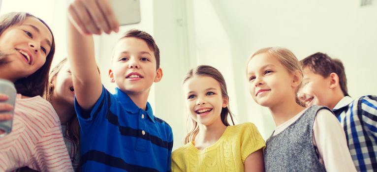 4 argumente care te vor convinge ca smartphone-ul este util copilului tau