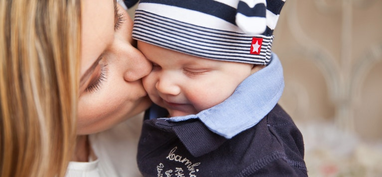 Cercetarile au demonstrat! De ce este bine sa iei bebelusul in brate atunci cand plange