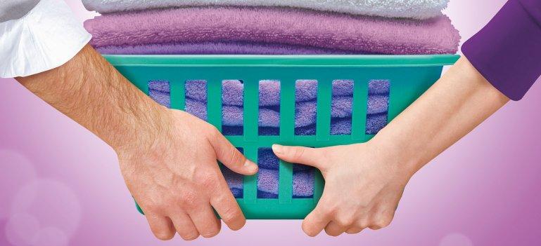 Radiografia cuplului modern: si barbatii isi doresc sa spele hainele, conform unui studiu comandat de catre DERO