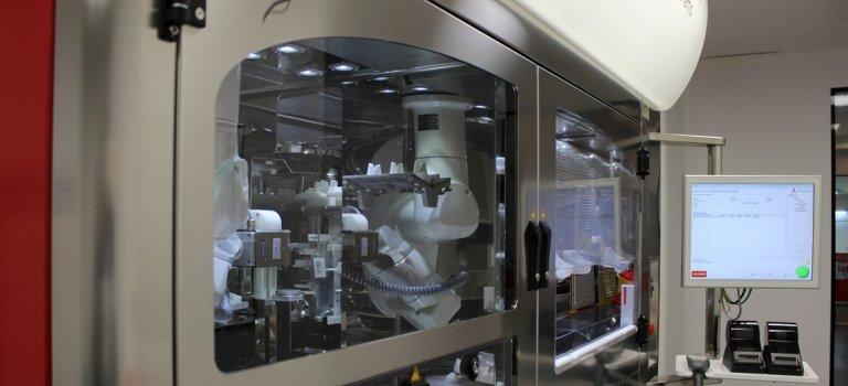 Medicina viitorului: Medicamentele pentru tratarea cancerului, pregatite de roboti