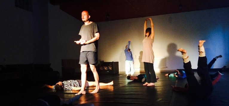 Contact Improvisation pentru comunitatile performerilor din Romania