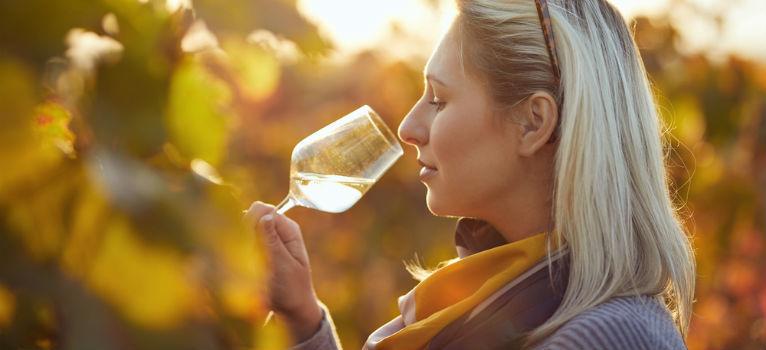 O terapie neasteptata. Un pahar de vin pe zi chiar poate sa tina departe afectiunile
