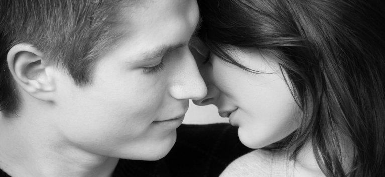 Psiholog: Pragul de exprimare a sexualitatii a scazut mult in ultima decada! Cum sa-si exprime sanatos adolescentii sexualitate